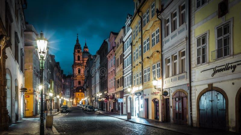 Notte Dawn Sky House Lantern della via di Praga fotografia stock
