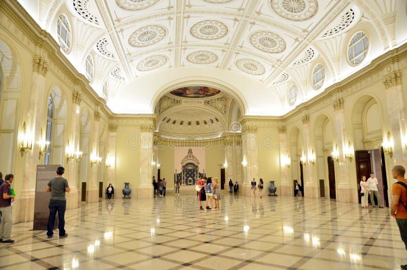 Notte dei musei a Bucarest - museo nazionale di arte della Romania immagini stock libere da diritti