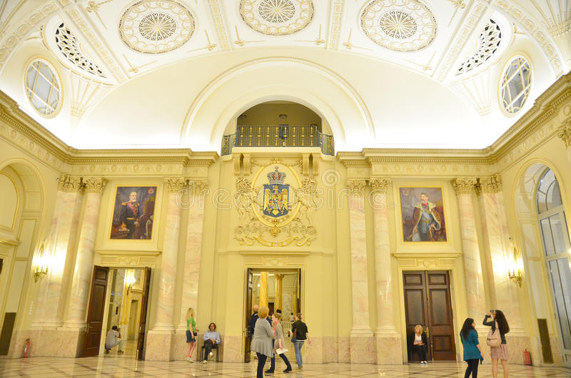 Notte dei musei a Bucarest - museo nazionale di arte della Romania immagine stock libera da diritti