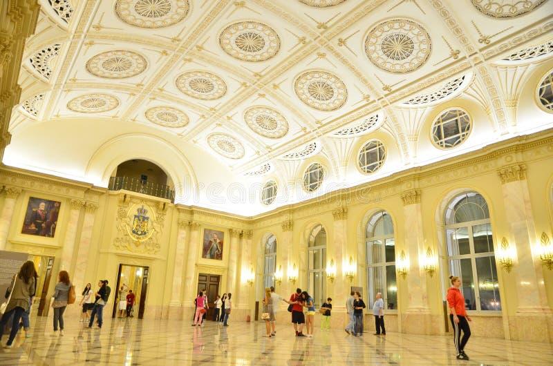 Notte dei musei a Bucarest - museo nazionale di arte della Romania immagini stock