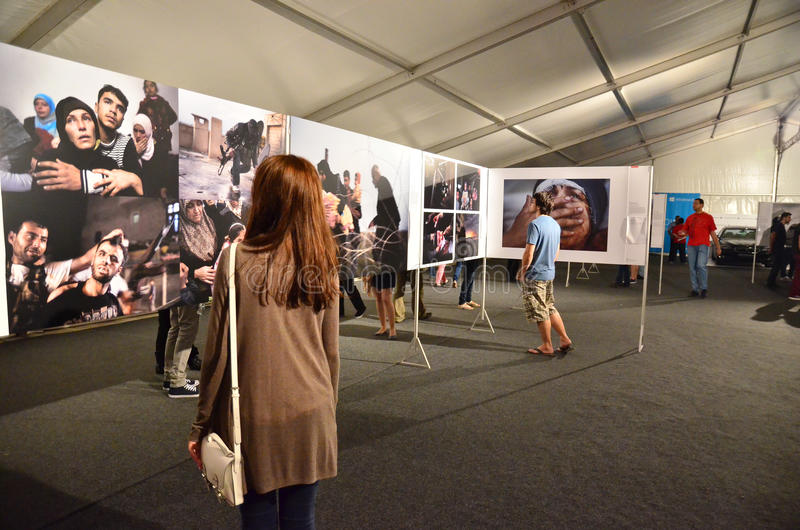 Notte dei musei a Bucarest - World Press Photo 2 fotografia stock libera da diritti