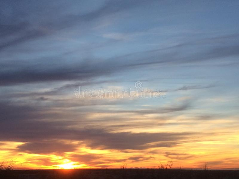 Notte del deserto di tramonto fotografie stock libere da diritti
