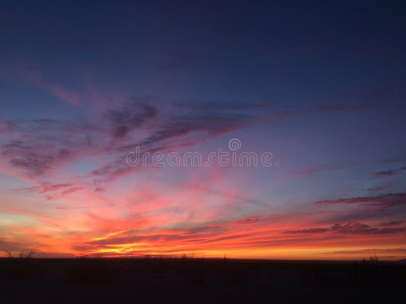 Notte del deserto di tramonto immagini stock