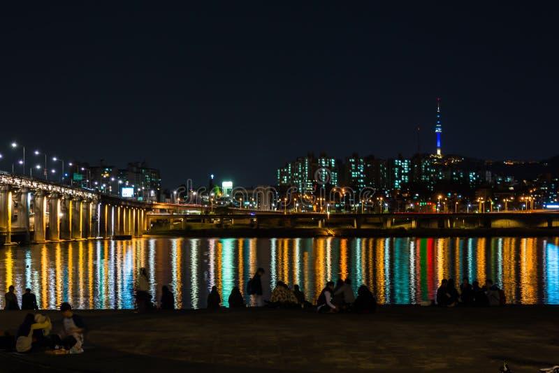 Notte del ponte della città e di Banpo di Seoul fotografia stock libera da diritti