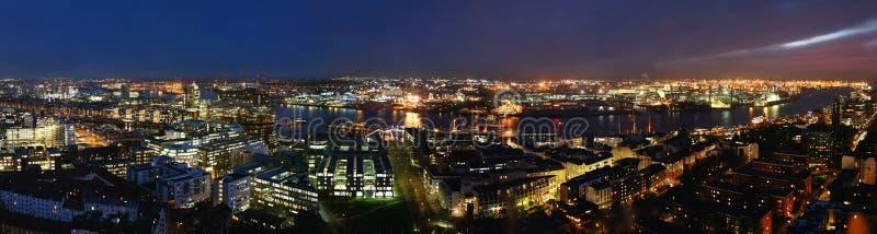 Notte del porto di Amburgo fotografia stock libera da diritti