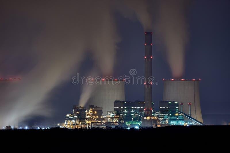 Notte della centrale elettrica fotografie stock