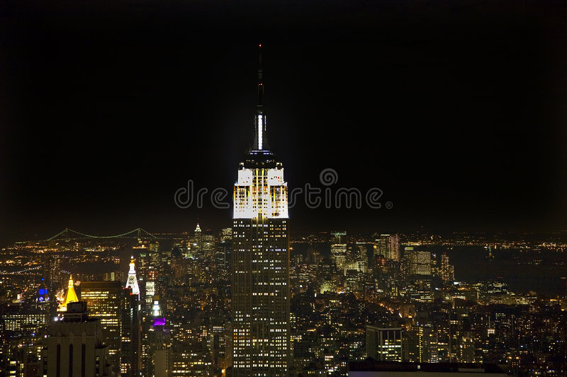 Notte delle Empire State Building dell'orizzonte di New York City fotografie stock