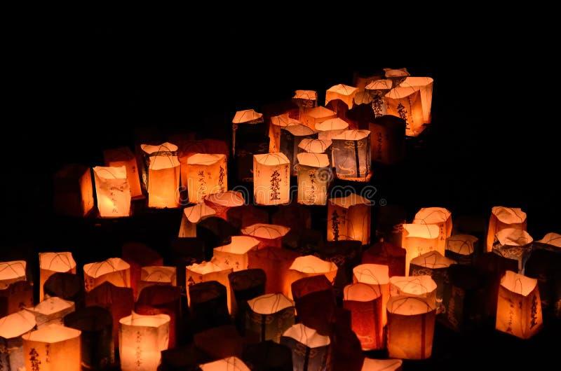 Notte delle lanterne votive al tempio giapponese, Kyoto Giappone fotografie stock libere da diritti