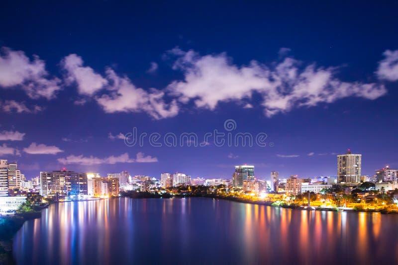 Notte di Puerto Rico Condado Beach San Juan immagini stock libere da diritti
