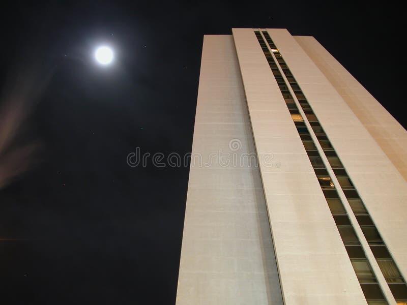 Notte di Skyscraping immagini stock libere da diritti