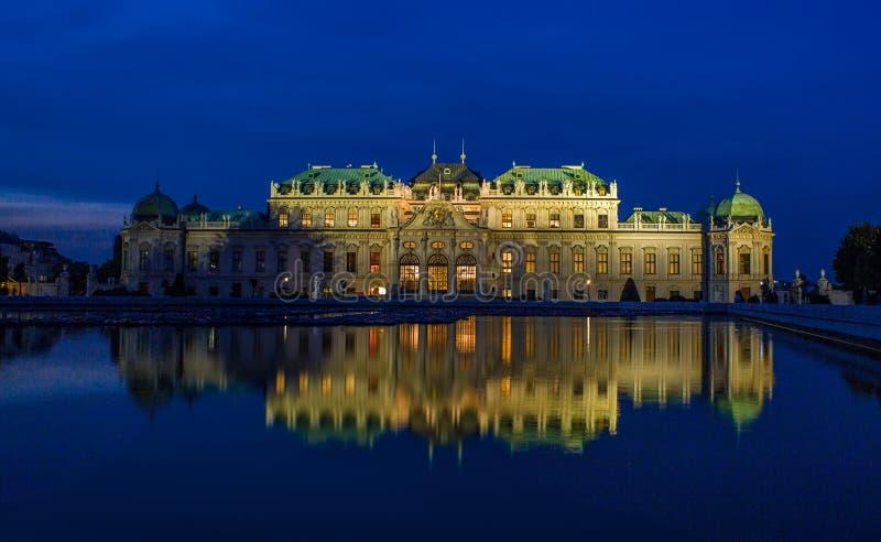 Notte di Vienna del palazzo di belvedere fotografie stock