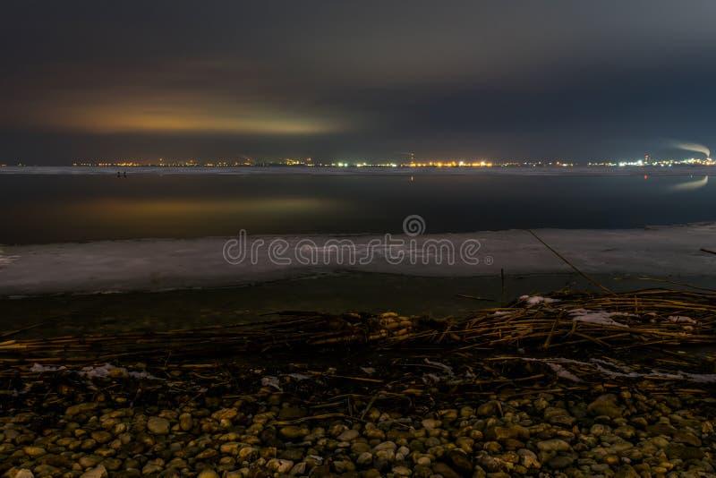 Notte fredda intorno al lago Bourgas immagine stock