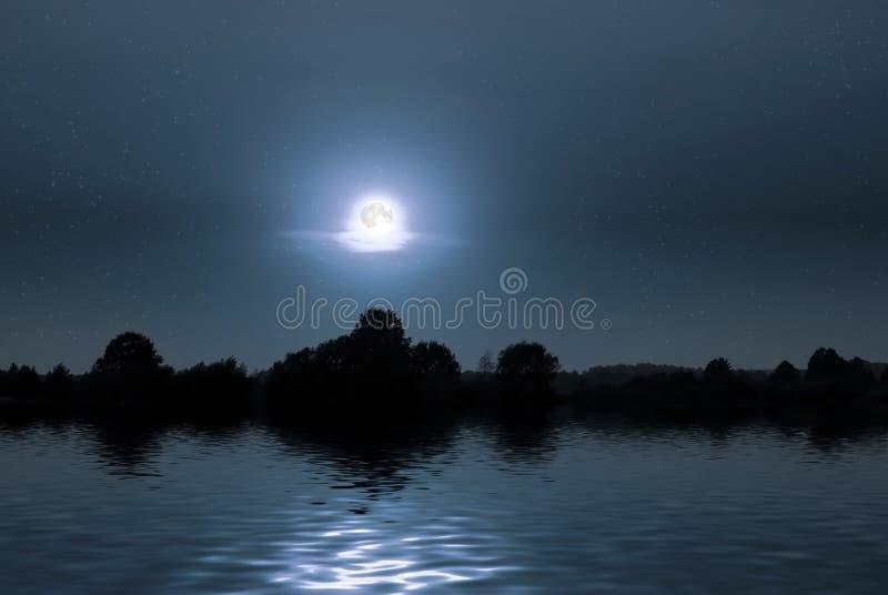 Notte giusta sul puntello del lago fotografia stock