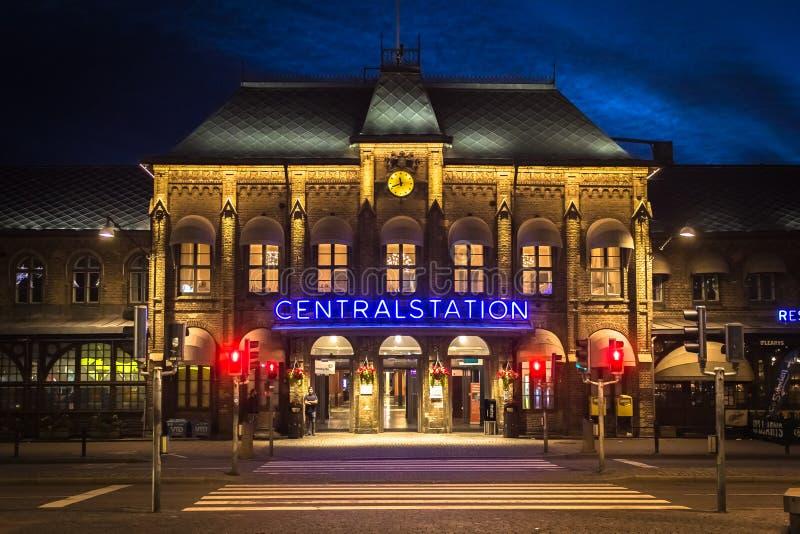 Notte Gothenburg Svezia del treno di Centralstation fotografie stock