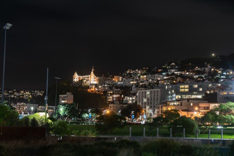 Notte nella città, Wellington, Nuova Zelanda fotografia stock libera da diritti