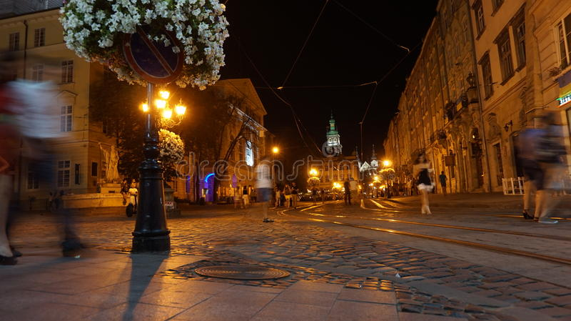 Notte nella vecchia città immagine stock