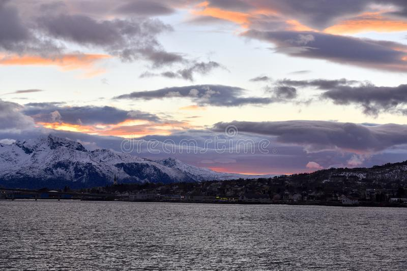 Notte polare in Sortland, la Norvegia fotografie stock