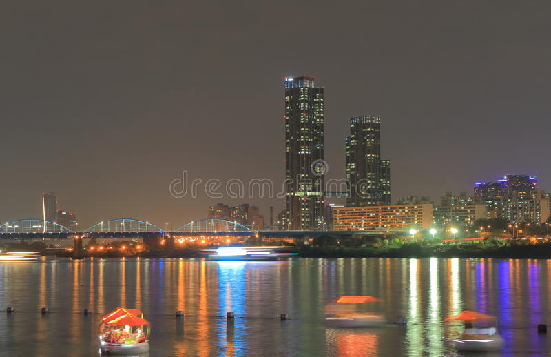 Notte Seoul Corea del Sud di paesaggio urbano del fiume Han immagine stock