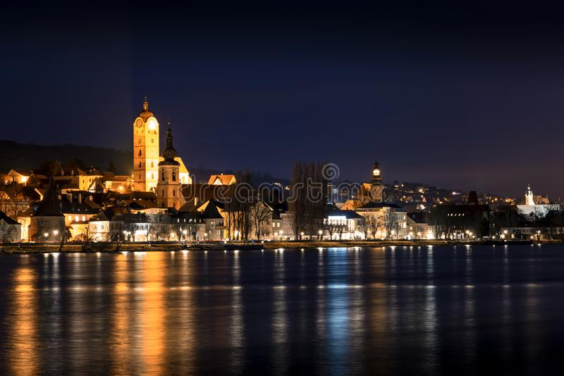 Notte sopra Stein un der Donau Krems Stato federale del Niederösterreich fotografia stock libera da diritti