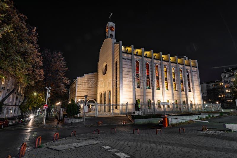 Notte sparata della cattedrale di St Joseph a Sofia, Bulgaria fotografie stock