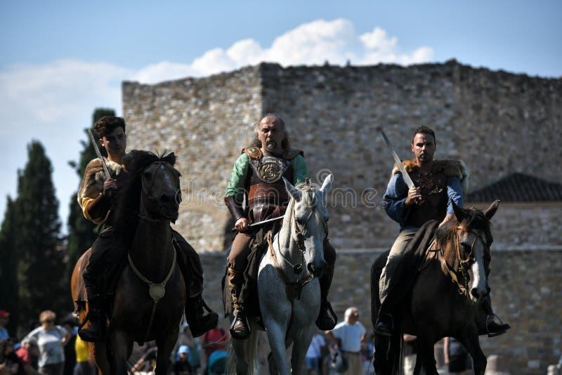 Notti celtiche in costumi tradizionali immagine stock libera da diritti