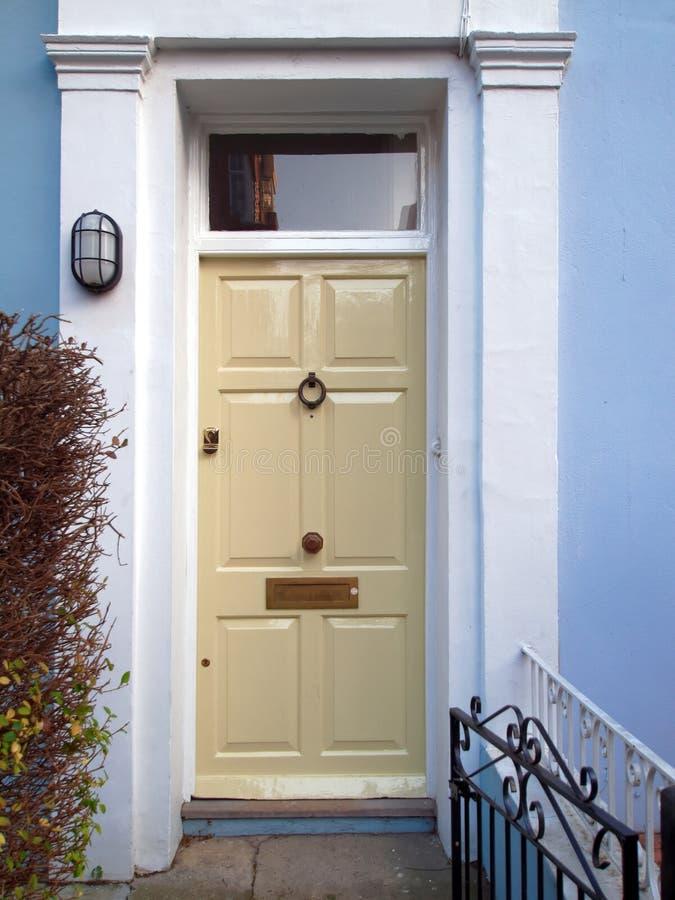 Notting Hill, London, elegante blasse weiße Einstiegstür lizenzfreie stockfotografie