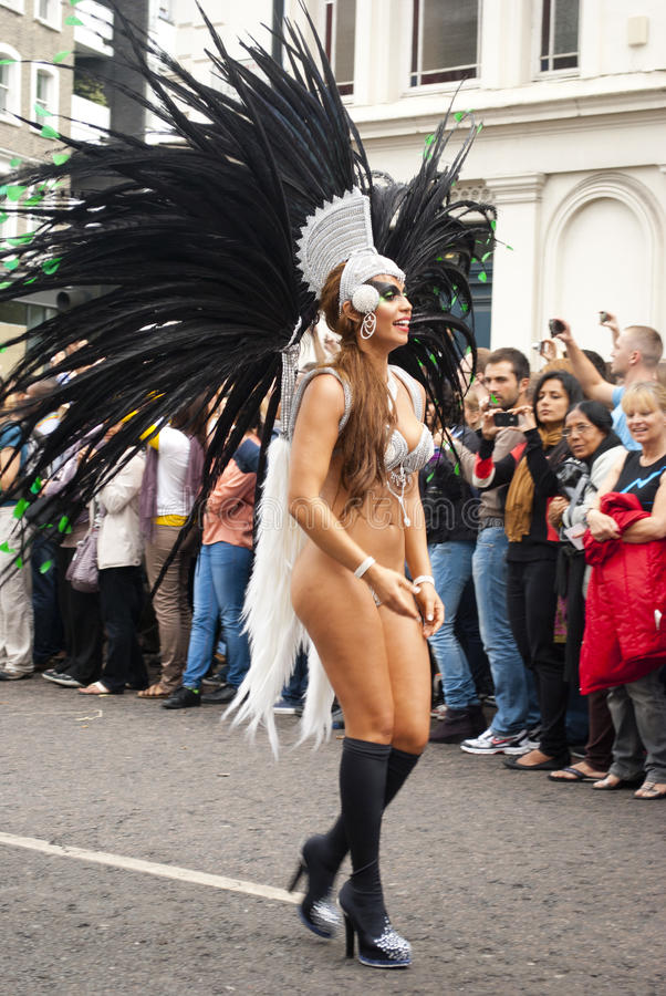 Download Notting- Hillkarneval redaktionelles stockbild. Bild von parade - 26367384