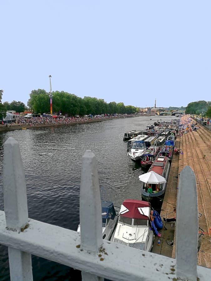Nottingham, Angleterre, péniches du pont suspendu photo stock