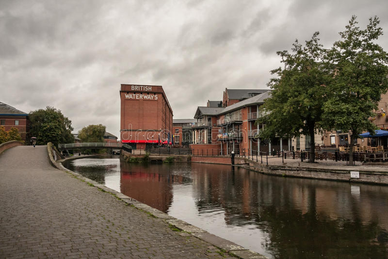 Nottingham/Inglaterra - 29 de septiembre de 2010: Canal de Nottingham y construcción británica de los canales imagenes de archivo