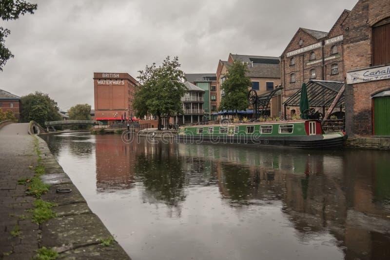 Nottingham/Inglaterra - 29 de septiembre de 2010: Canal de Nottingham y construcción británica de los canales fotos de archivo libres de regalías