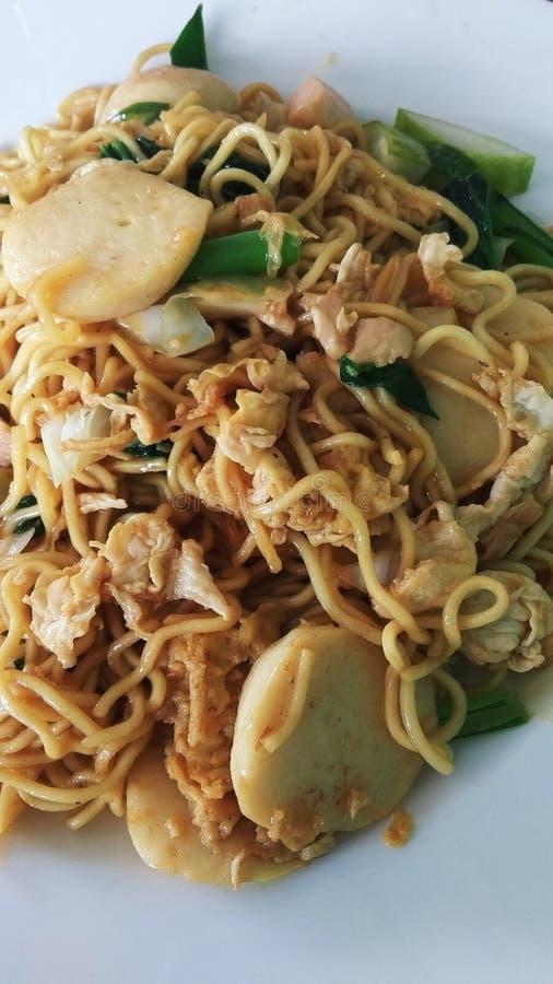 Nouille asiatique de nourriture avec la boulette de viande photo libre de droits