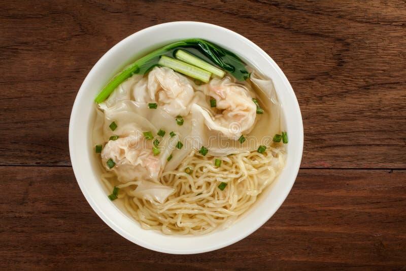 Nouille chinoise de soupe à wonton image stock