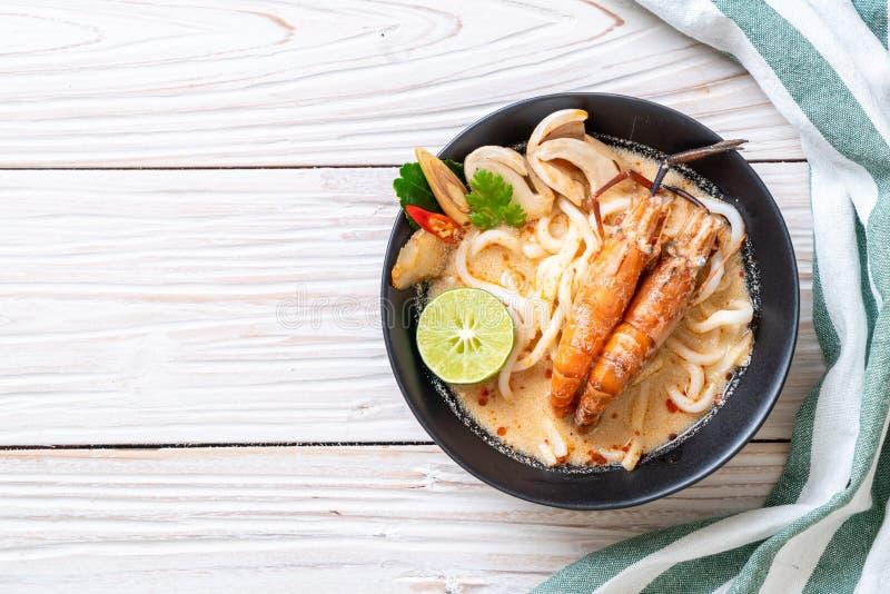 nouille de ramen ?pic?e d'udon de crevettes (Tom Yum Goong image libre de droits