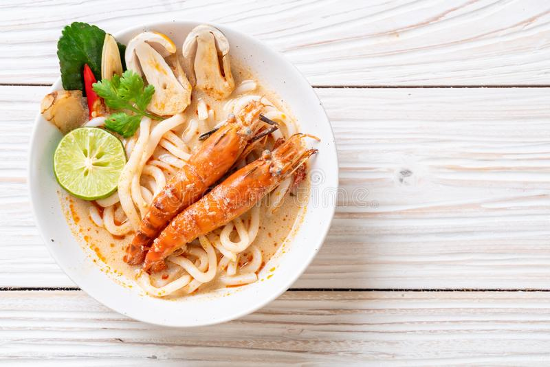 nouille de ramen ?pic?e d'udon de crevettes (Tom Yum Goong images libres de droits