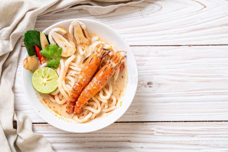 nouille de ramen ?pic?e d'udon de crevettes (Tom Yum Goong images stock
