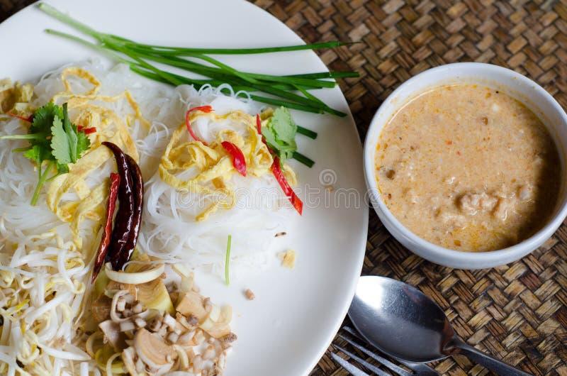 Nouille de riz en sauce à lait de noix de coco (MEE KATI) photo libre de droits