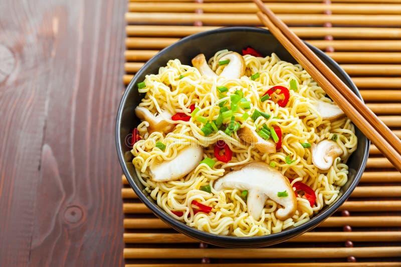 Nouilles asiatiques image stock