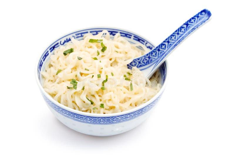 Nouilles chinoises dans la cuvette photos stock