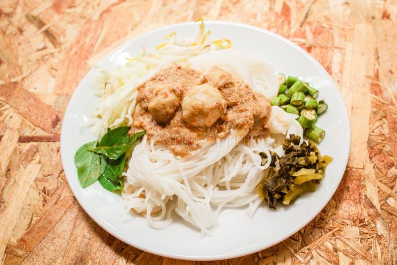 Nouilles de riz en sauce à cari de poissons (Kanom Jeen Nam Ya) photo libre de droits