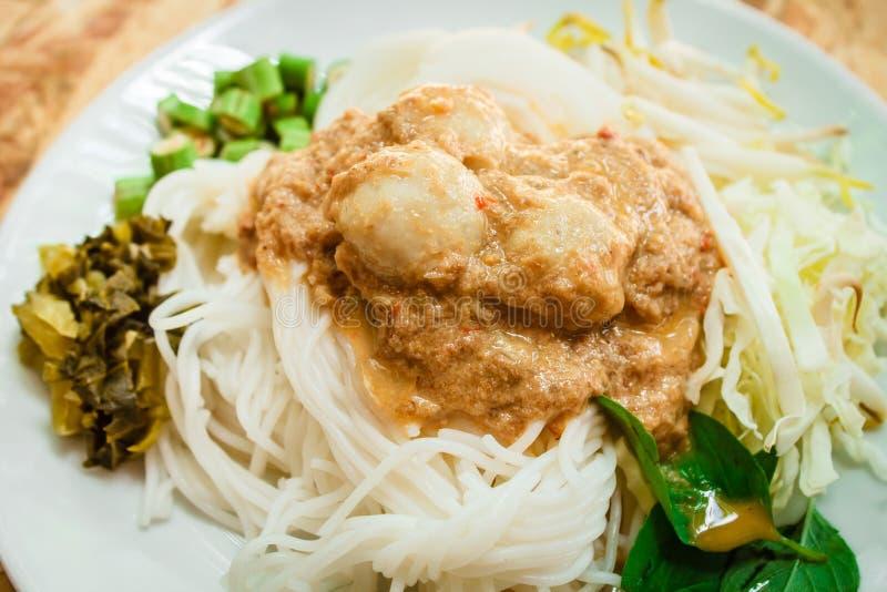 Nouilles de riz en sauce à cari de poissons (Kanom Jeen Nam Ya) photos libres de droits