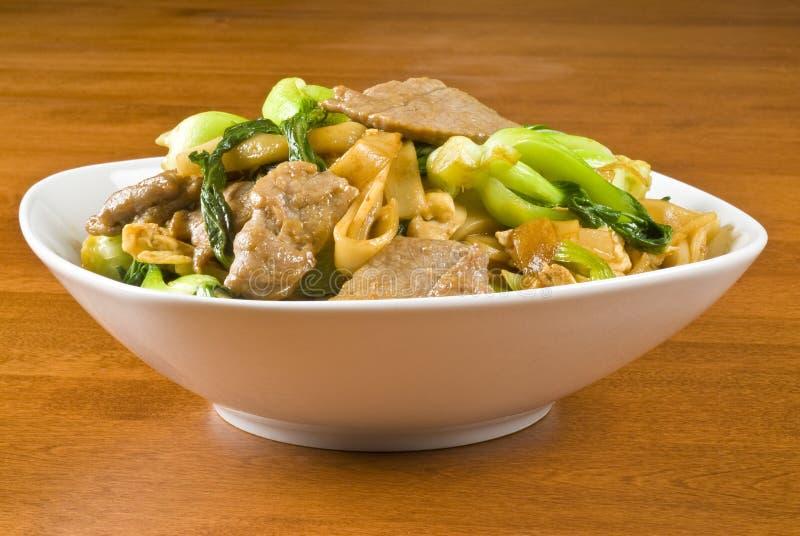 Nouilles de riz et friture de Stir de boeuf image libre de droits