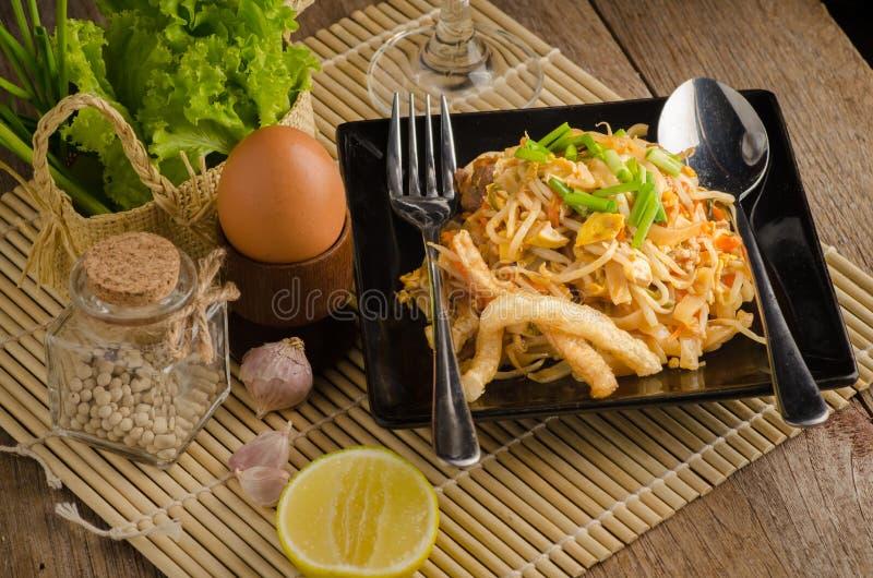 Nouilles de riz faites sauter à feu vif thaïlandaises et x28 ; Protection Thai& x29 ; photos stock