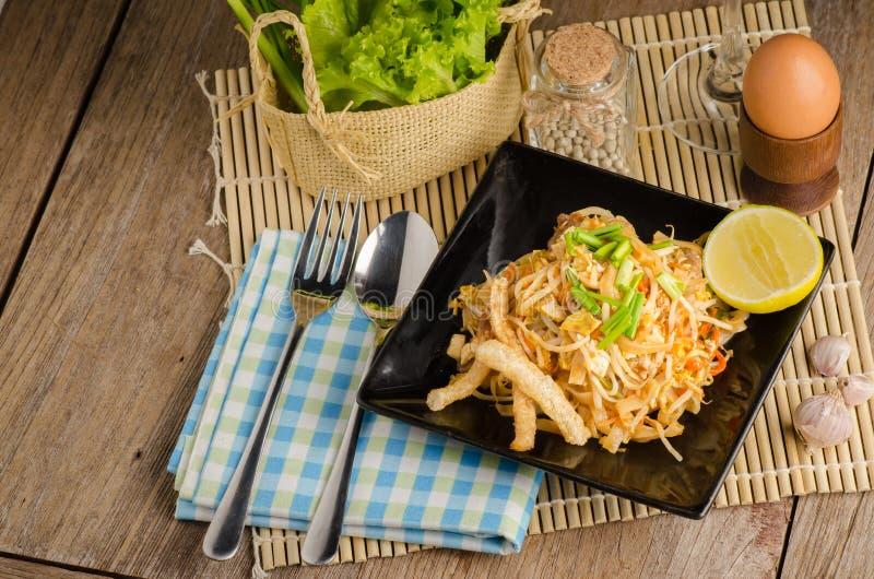 Nouilles de riz faites sauter à feu vif thaïlandaises et x28 ; Protection Thai& x29 ; photo stock