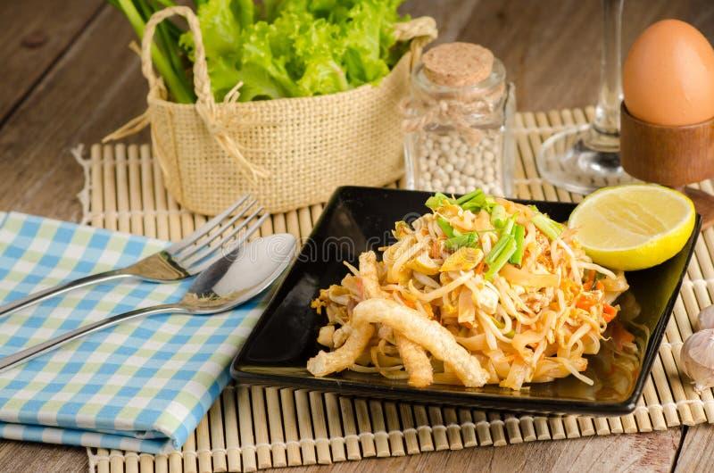 Nouilles de riz faites sauter à feu vif thaïlandaises et x28 ; Protection Thai& x29 ; image stock