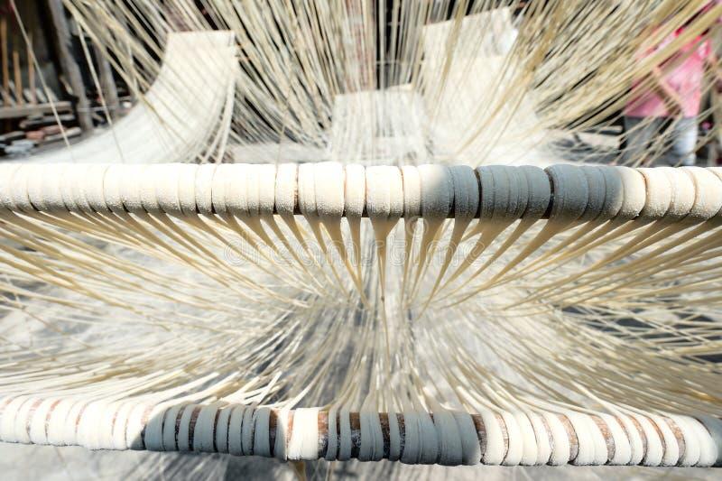 Nouilles faites main de Changhua Lukang Fuxing La manière traditionnelle de sécher la farine fine à Taïwan images stock