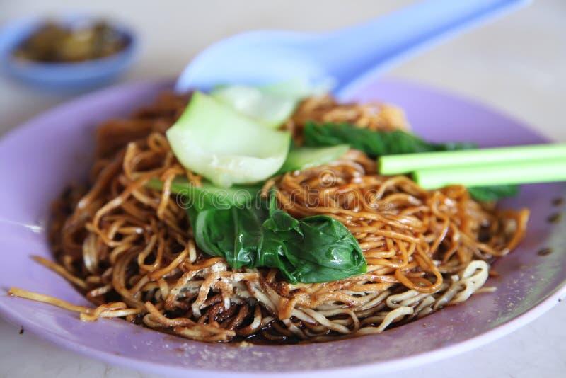 Nouilles frites chinoises photographie stock libre de droits