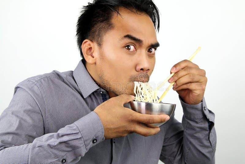 Nouilles mangeuses d'hommes asiatiques photo stock