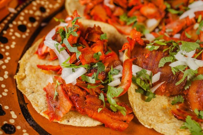 Nourriture épicée mexicaine de pasteur d'Al de Tacos à Mexico photographie stock libre de droits