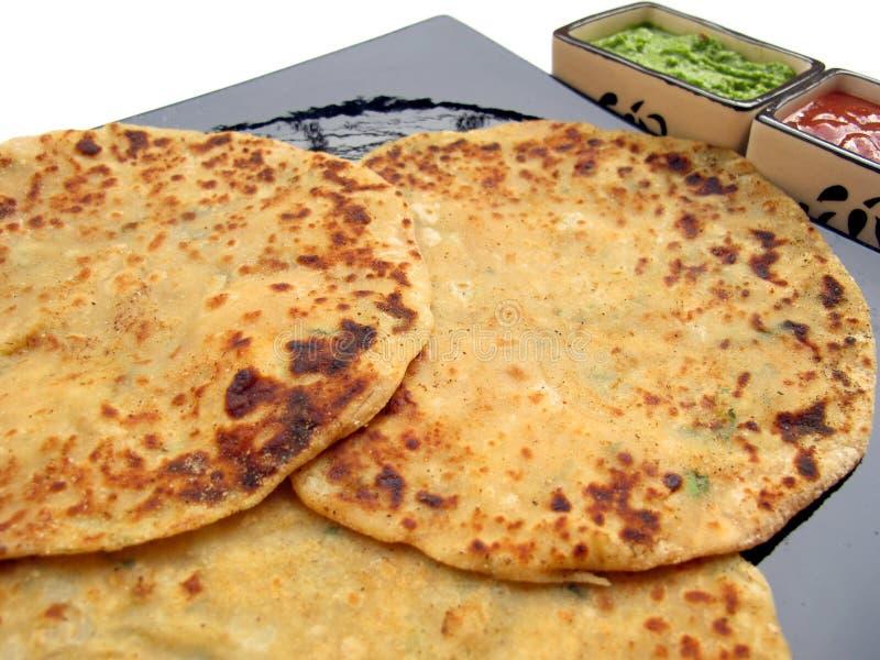 Nourriture-Aloo indienne Paratha images libres de droits