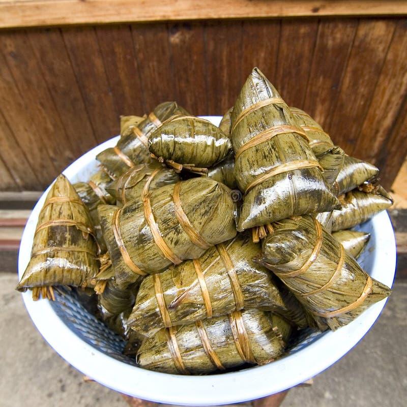 Nourriture asiatique - boulette de riz photos stock